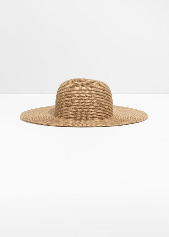 what to wear on a cruise with straw hat