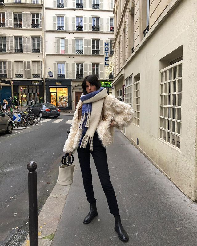 French-Girl Jeans-and–Ankle Boots Outfits