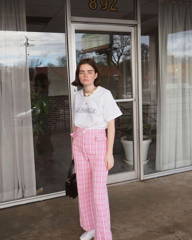 Fashionable Outfit Idea: White T-Shirt and Pink Pants