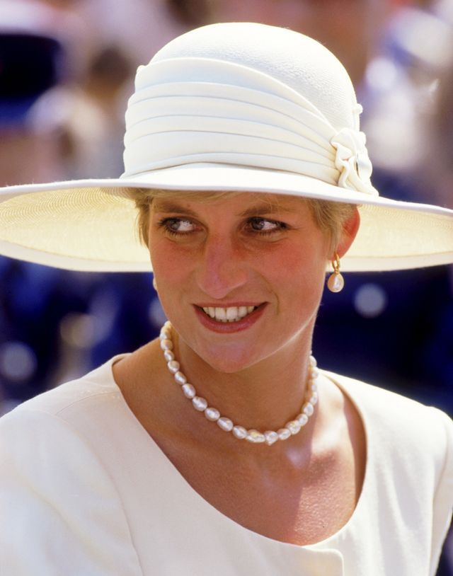 Princess Diana outfits with jewelry