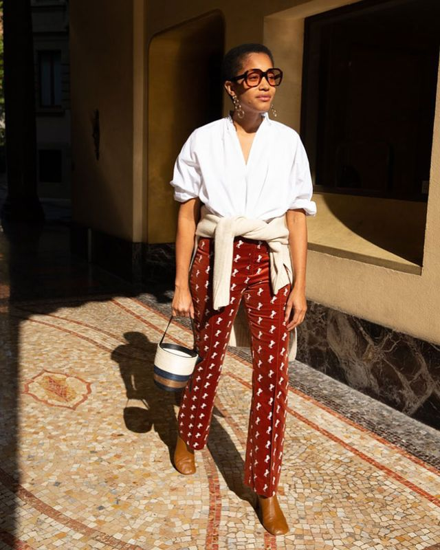Easy Outfit to Make Mornings Easier: White Shirt and Printed Pants