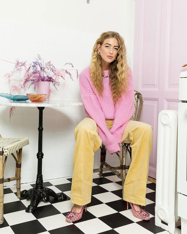 Effortless Outfits To Wear In 2019: Pink Sweater and Yellow Pants