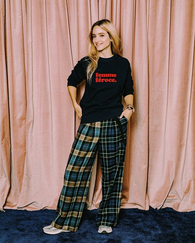 Effortless Outfits To Wear In 2019: Sweatshirt and Plaid Pants