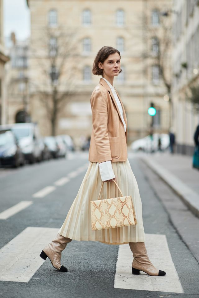 Here's How to Wear a Top-Handle Handbag