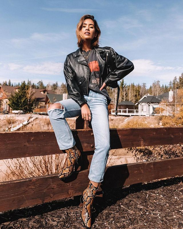 Light-Jean Outfits: Snakeskin Boots