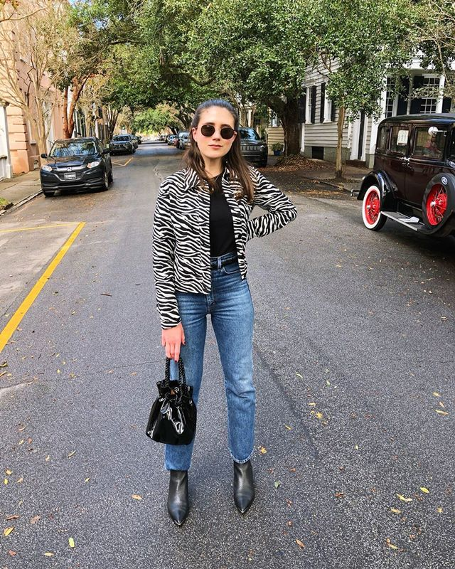 What editors wear with jeans and a tee