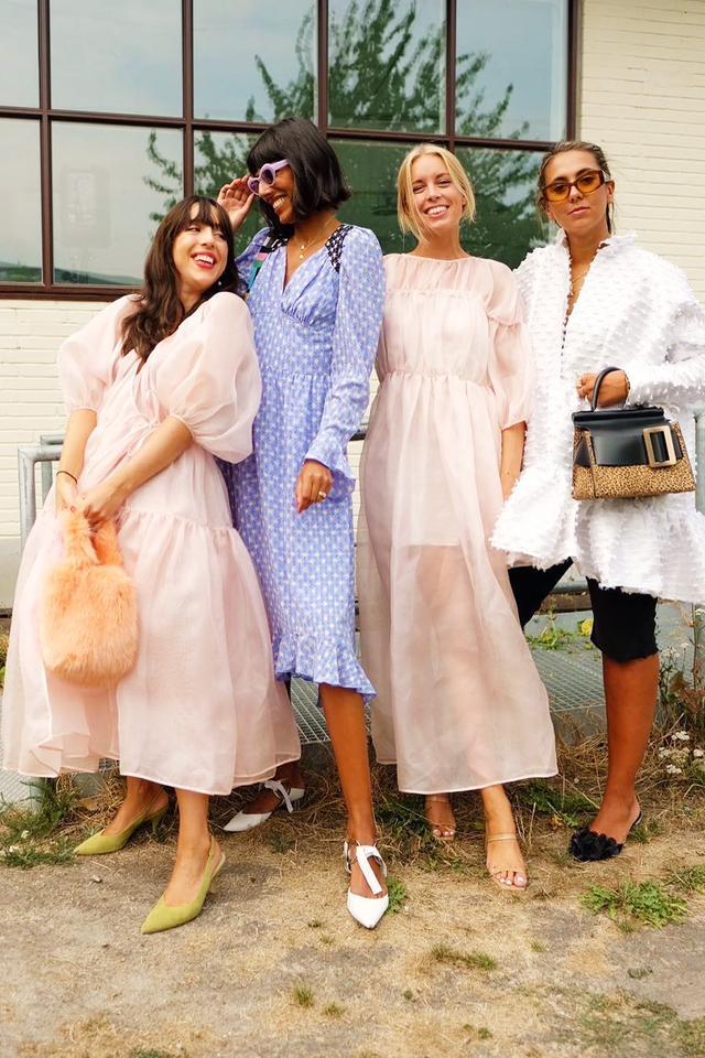 Best smock dresses: influencers in pastel dresses
