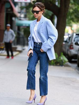 7 Victoria Beckham Jean Outfits That Always Work