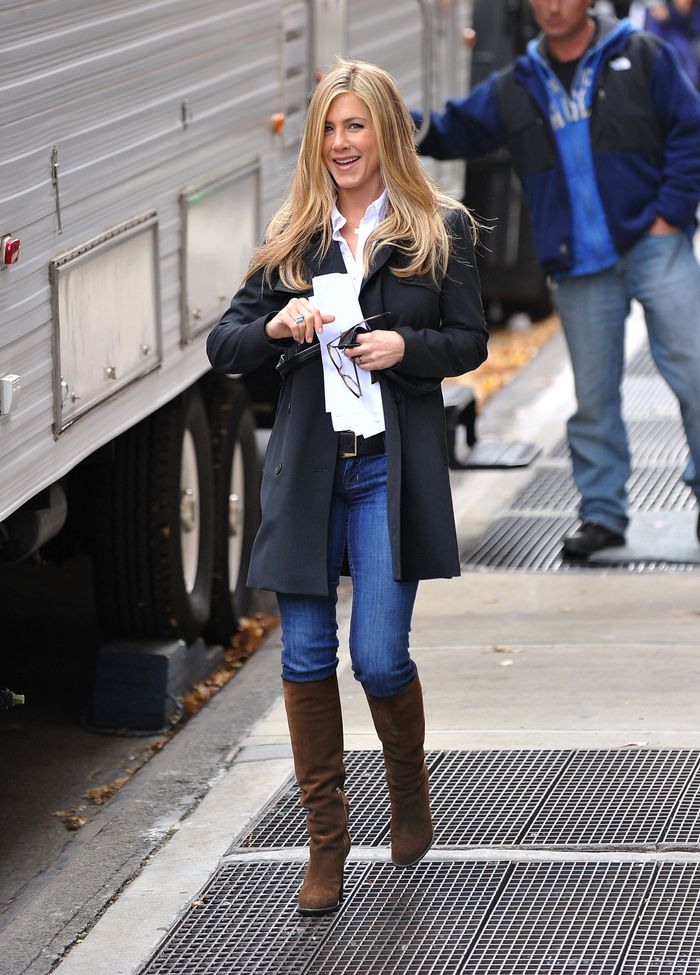 Jennifer Aniston S Best Jean Outfits Who What Wear