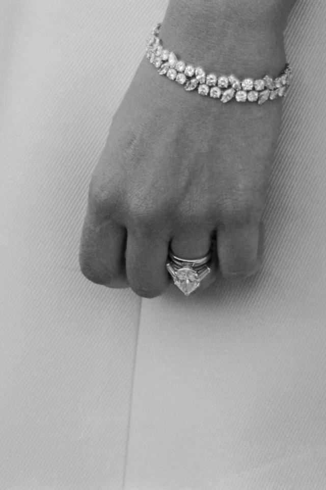 Mia Farrow engagement ring