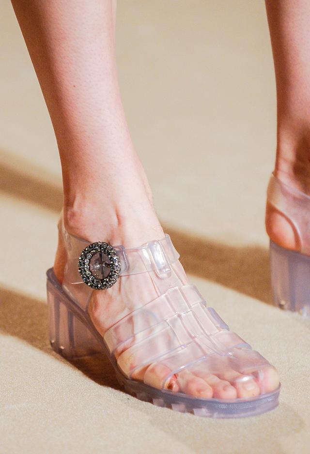 shoe trends 2019 - alexa chung