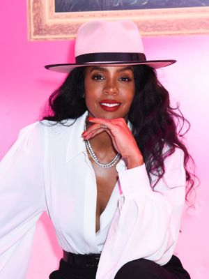 Kelly Rowland Tells Us Her Last Beauty Splurge and Question She Googled