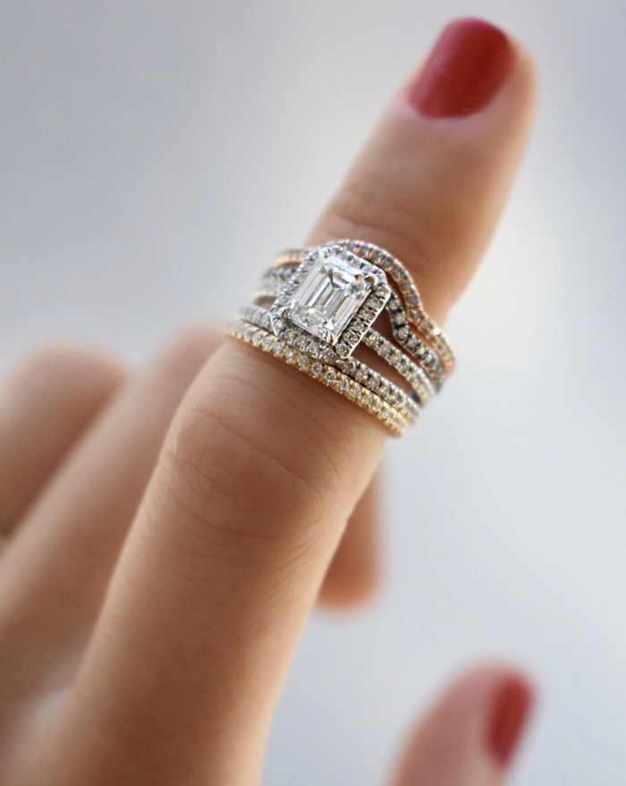 [تصویر:  double-halo-engagement-rings-277170-1549...700x0c.png]