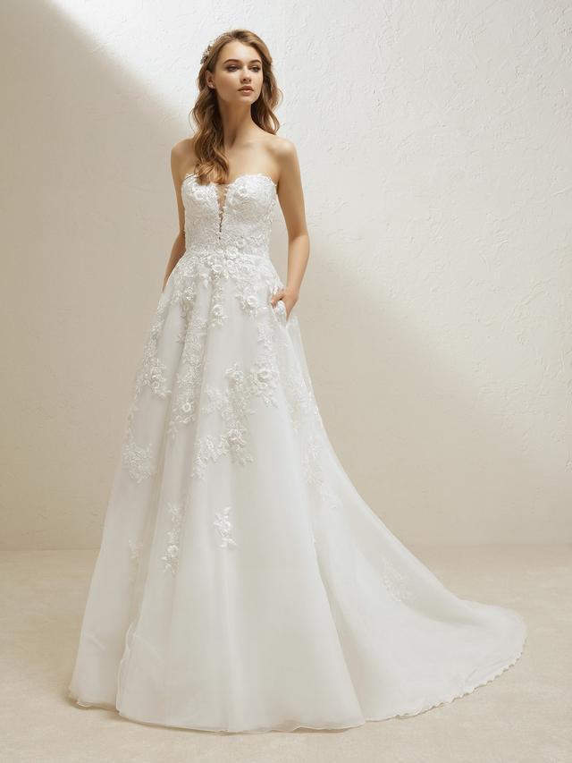 """<p>Pronovias <a href=""""https://www.pronovias.com/wedding-dress-princess-with-a-sensual-sweetheart-neckline-91444"""" target=""""_blank"""">Vigo Dress</a>(price upon request)</p>"""