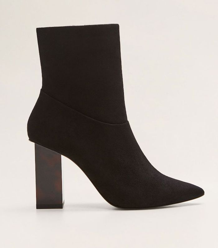 5f4832a2a3bf 7 Fashionable Celebrity Outfits With Black Ankle Boots