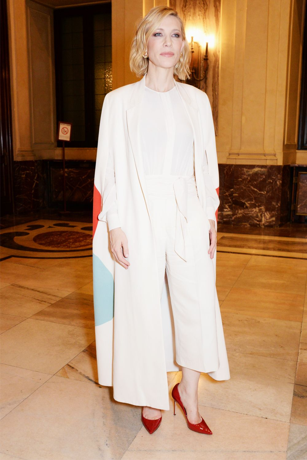 21 Women Every Minimalist Should Look to for Outfit