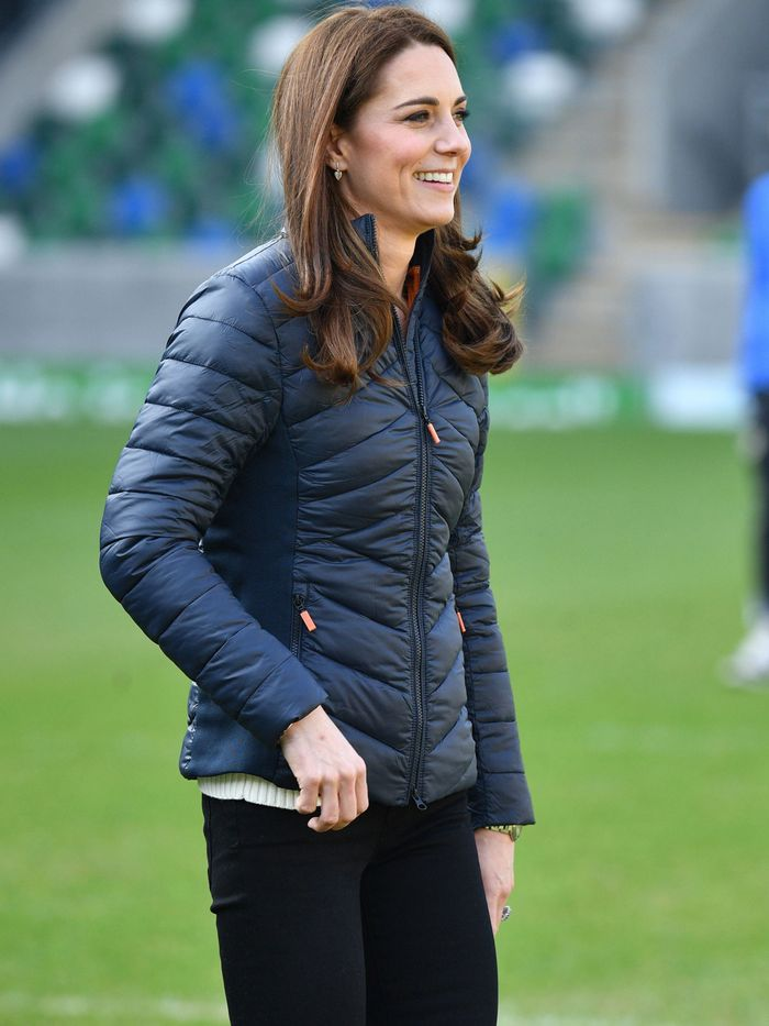 6a30b85ad5a Kate Middleton Wore Skinny Jeans With  50 Sneakers From Amazon