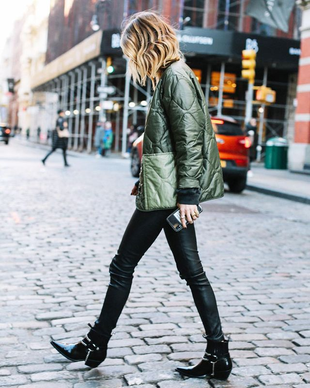 What to Wear With Black Skinny Jeans: Black Ankle Boots