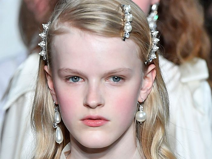 I'm Already Married But I Want These 21 Bridal Hair Accessories