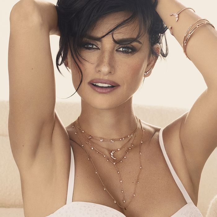The Jewelry Trend That Will Be Everywhere for Spring, According to Penélope Cruz