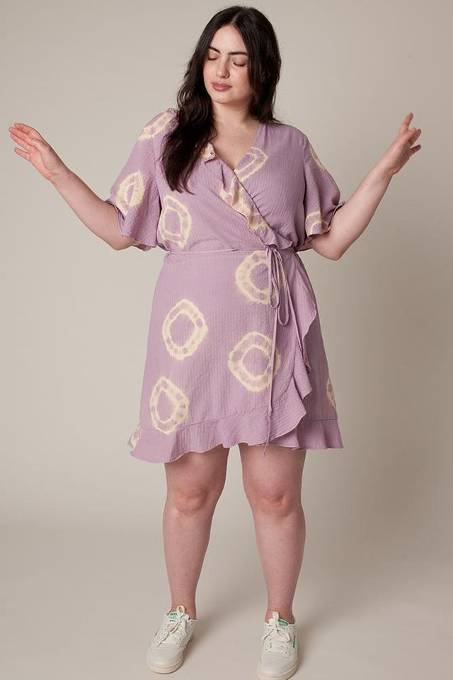 Shrill S Costume Designer Talks About Styling Aidy Bryant