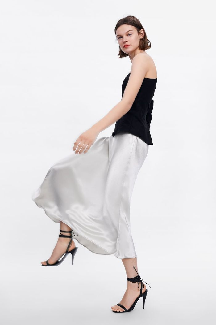 2cb83431276e The White Zara Midi Dress I39m Currently Obsessed With Spring