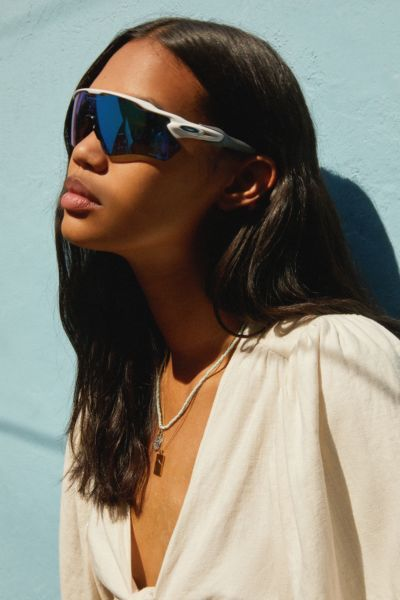 f6a87454fe 5 Eyewear Trends That Are in for Summer 2019—and What s Out