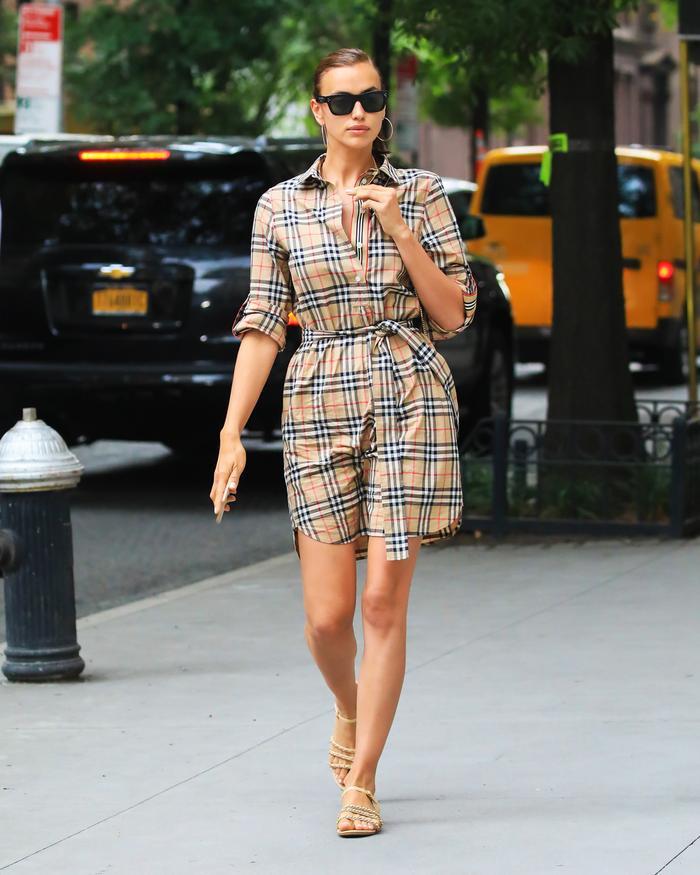 10 Shoe Trends Celebrities Always Wear With Dresses