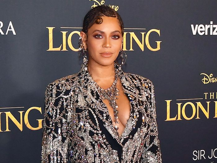 Beyoncé and Blue Ivy Are Dripping in Crystals at The Lion King Premiere