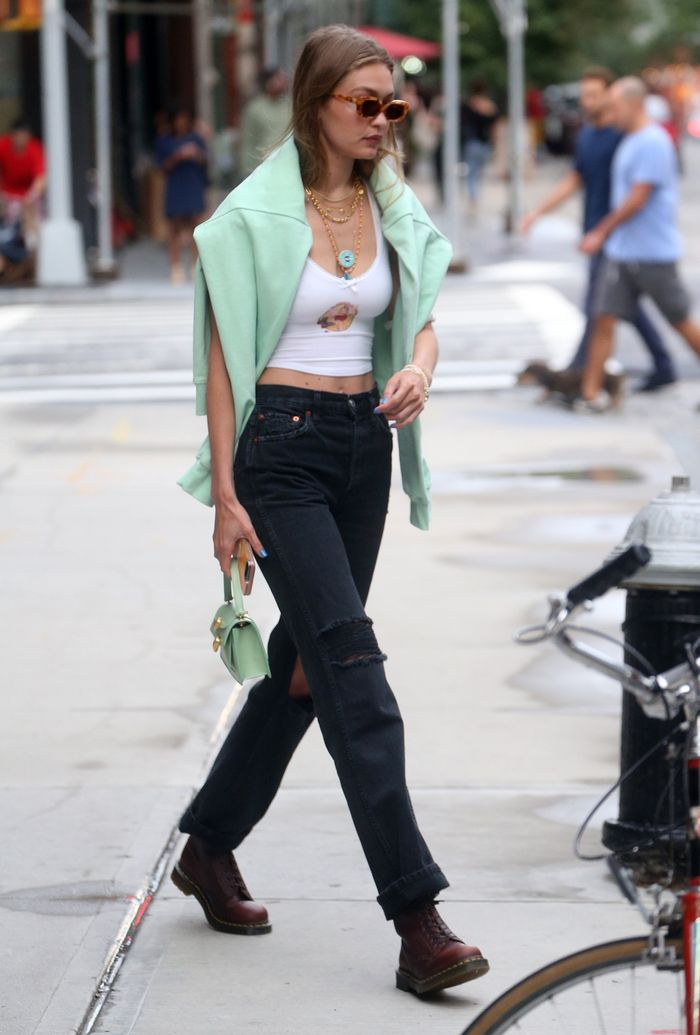 6 Perfect Outfits Celeb Always Wear With Dr Martens Who
