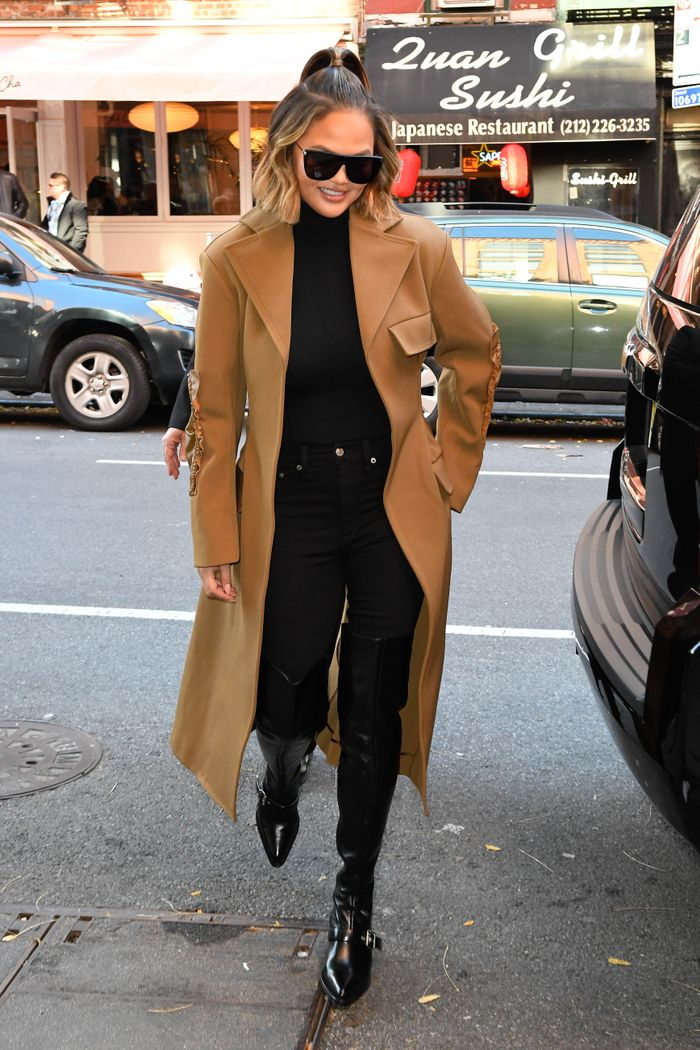 4 Fall Weekend Outfits From Jennifer Lopez, Katie Holmes, and Chrissy Teigen