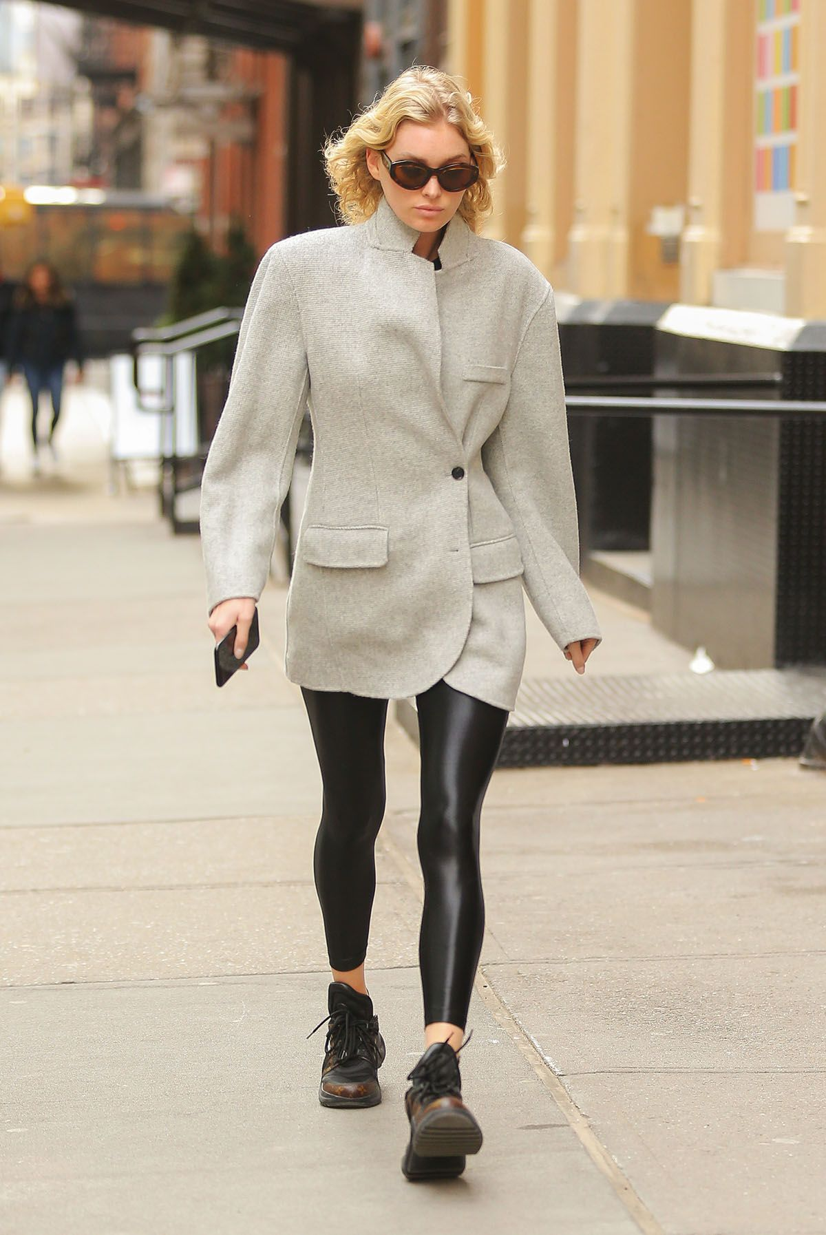 8 Simple Items You Should Own If You Wear Leggings in the Winter