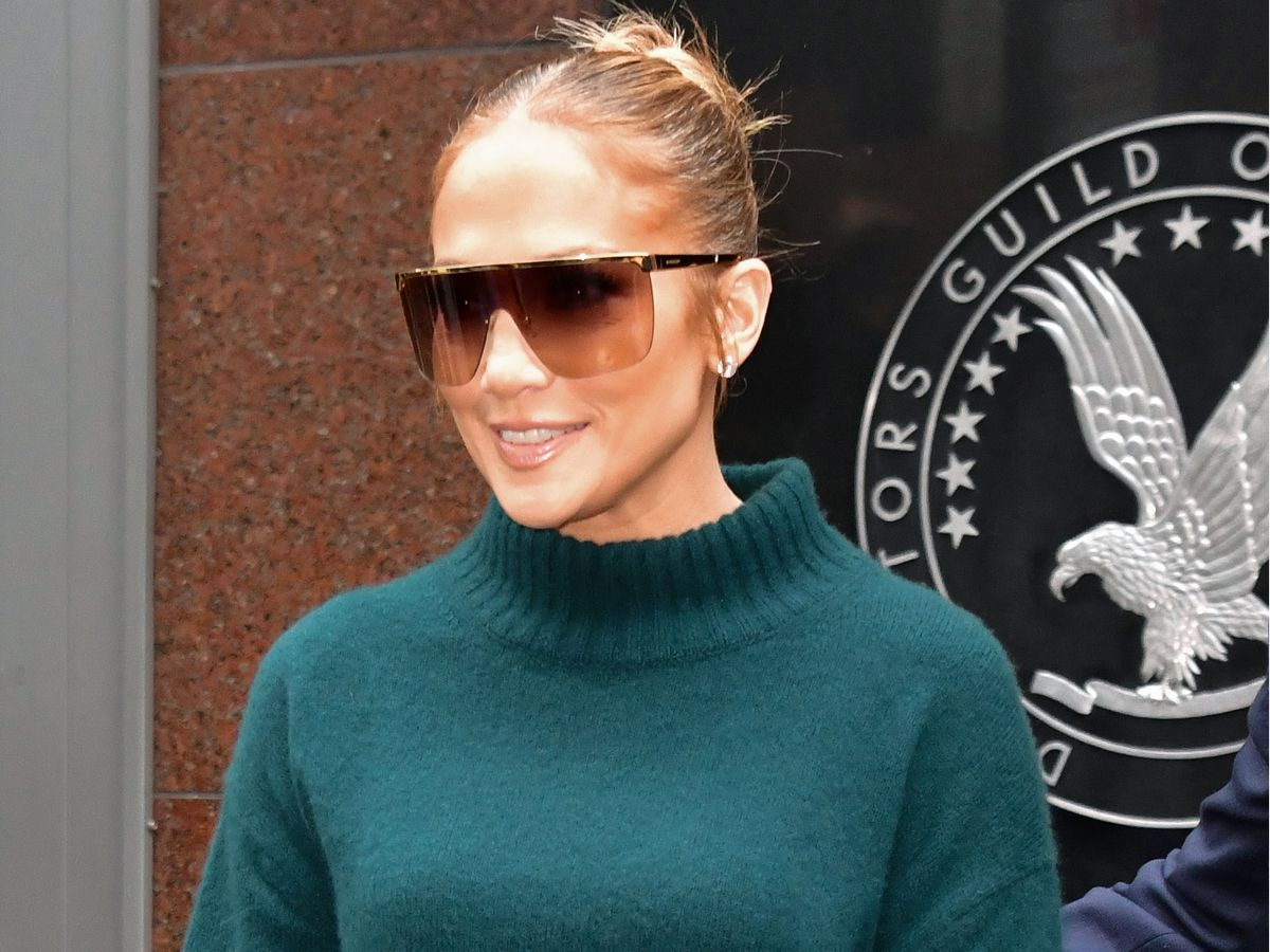 Jennifer Lopez Just Brought Back the Cult Bag That Was Popular in High School, Wustoo