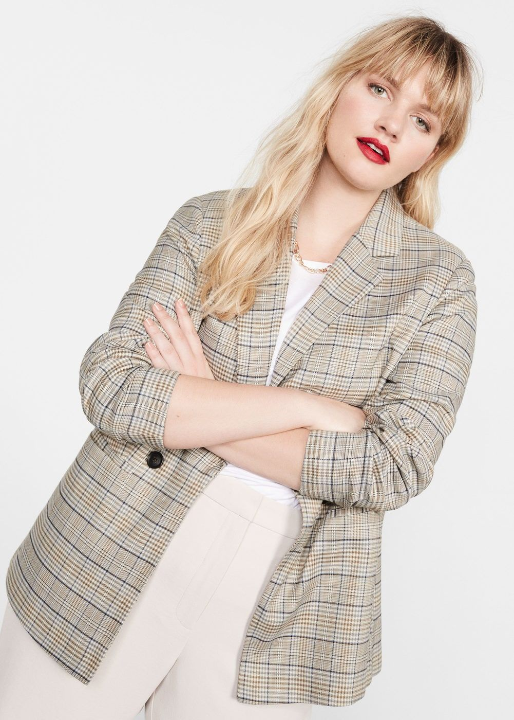 Gigi Hadid Chose the Same Trendy Basic for Jury Duty and Date Night, Wustoo