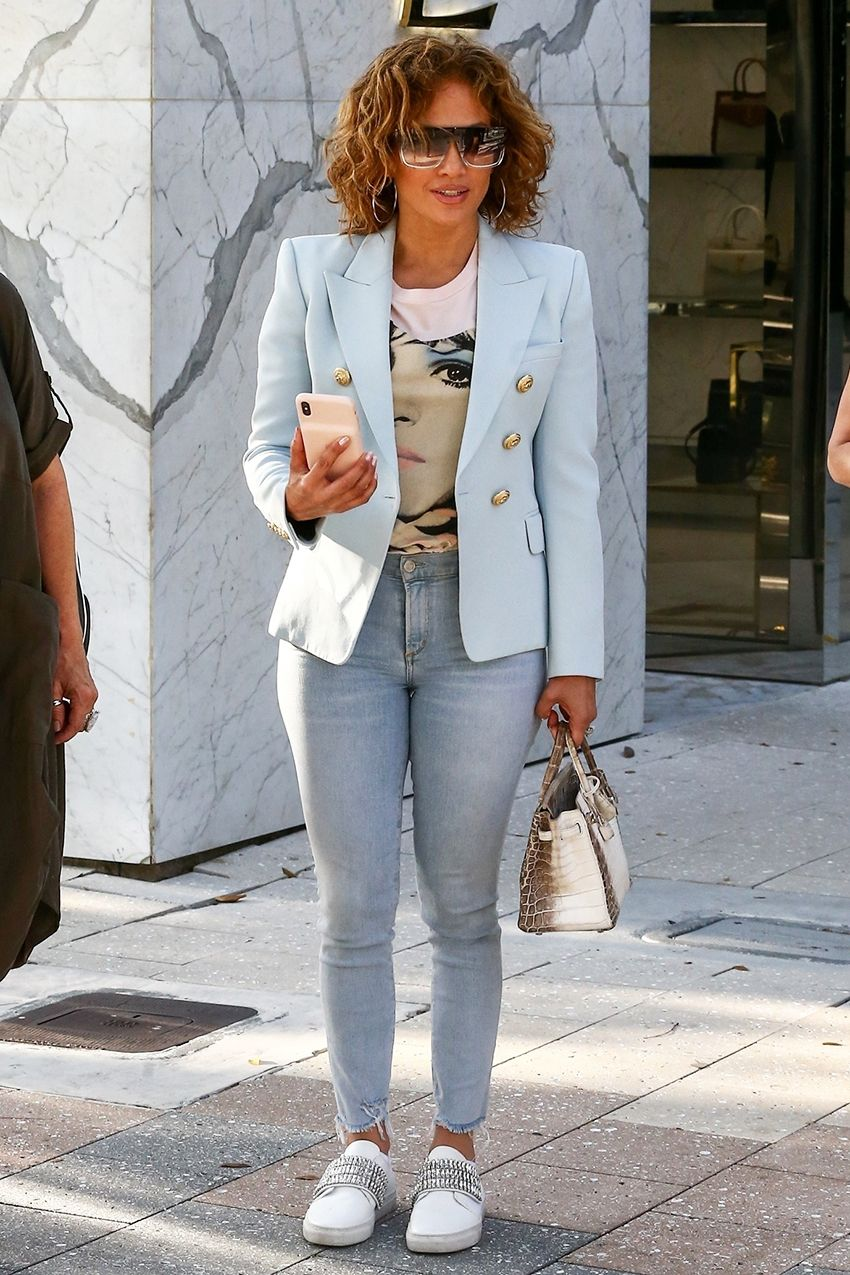 Jennifer Lopez Shows Us Exactly How to Transition Our Skinny Jeans to Spring