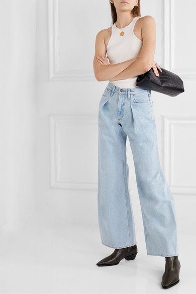 5 Times CelebsWore Baggy Jeans and Made It Look So Easy 18