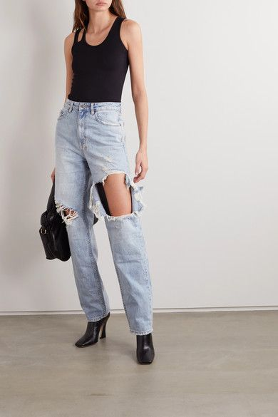 5 Times CelebsWore Baggy Jeans and Made It Look So Easy 13