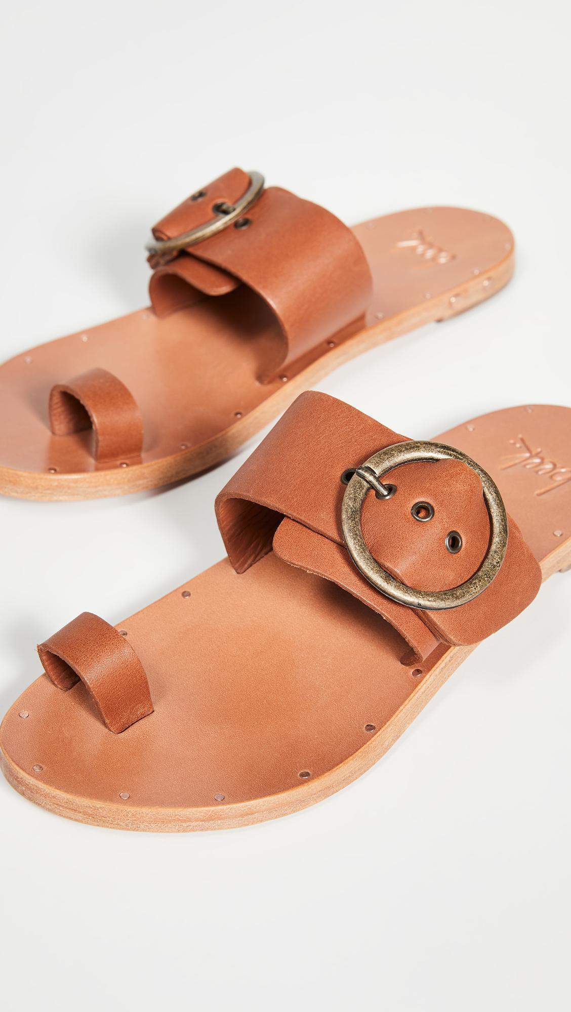 Emily Ratajkowski's Shoes Are Spring's Weirdest Sandal Trend 4
