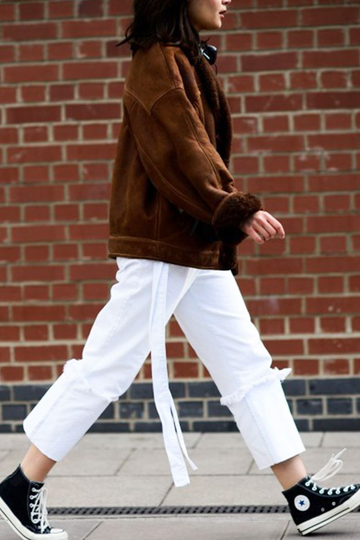 Shearling Jacket + White Jeans + Converse. Pinterest 4992f8686
