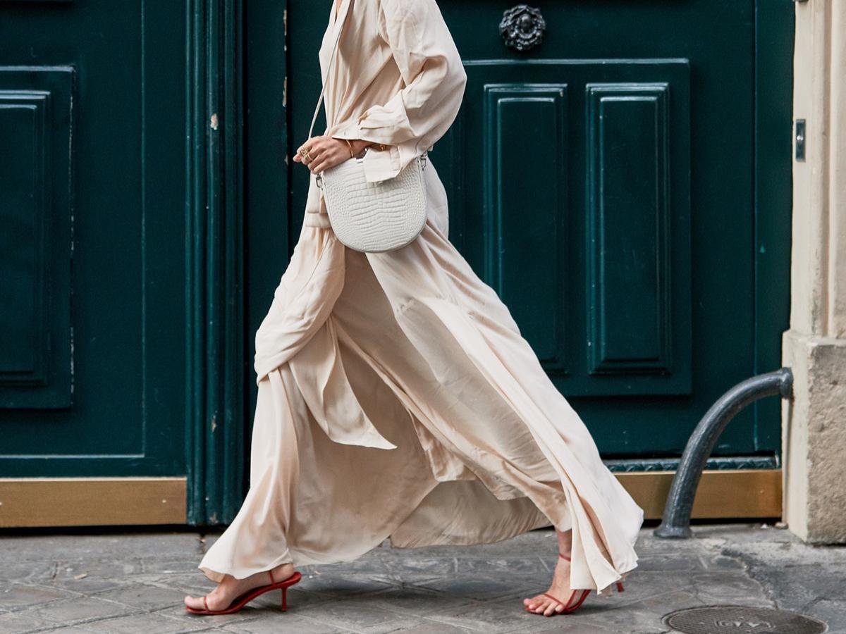 The Secret to Walking Gracefully in Heels: 7 Tricks That Work 26