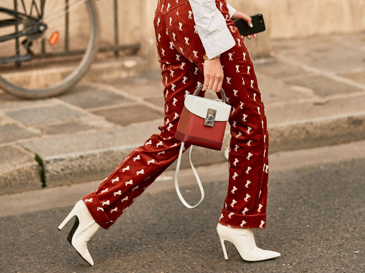 The Secret to Walking Gracefully in Heels: 7 Tricks That Work 22