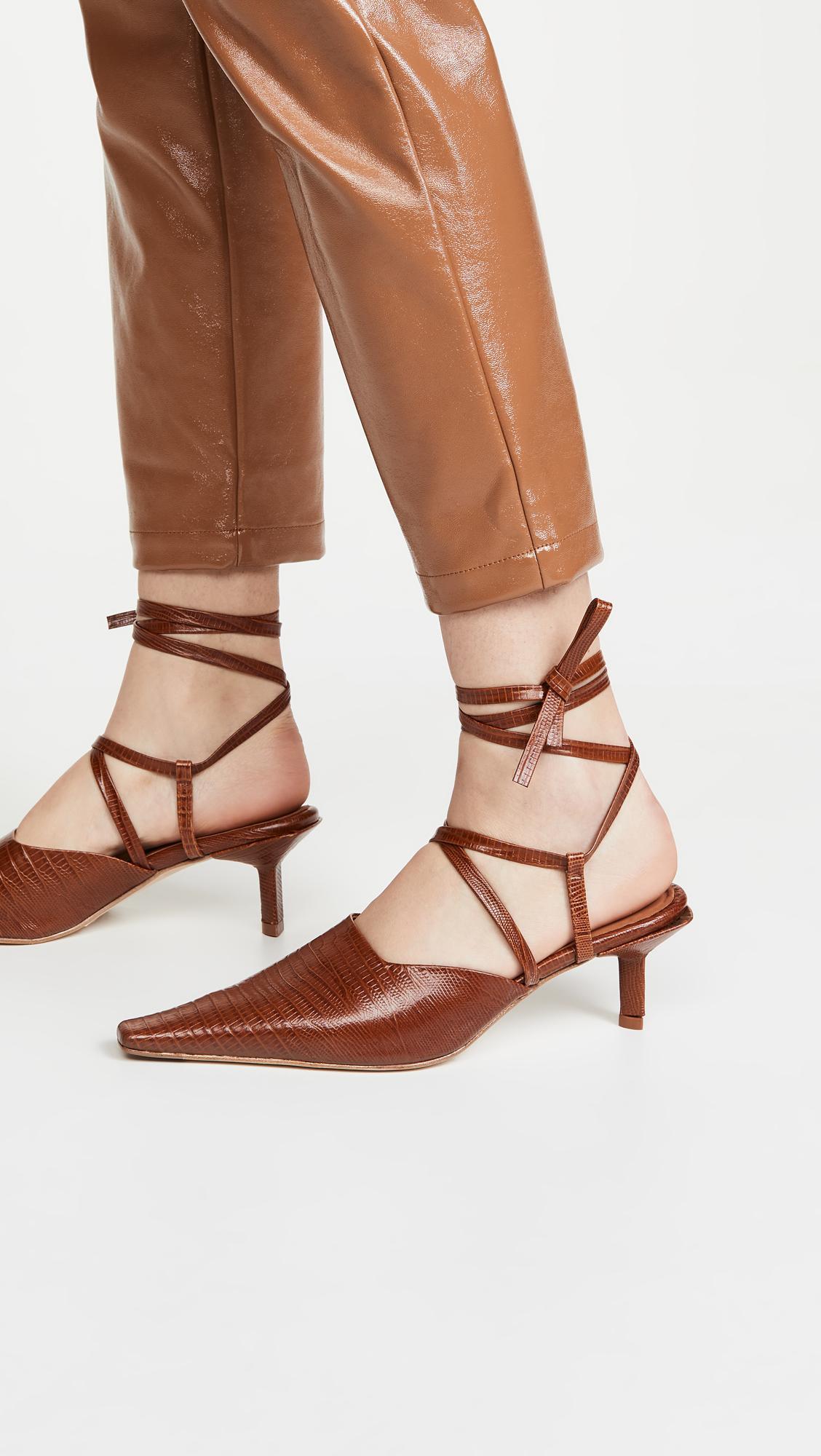 The Secret to Walking Gracefully in Heels: 7 Tricks That Work 11