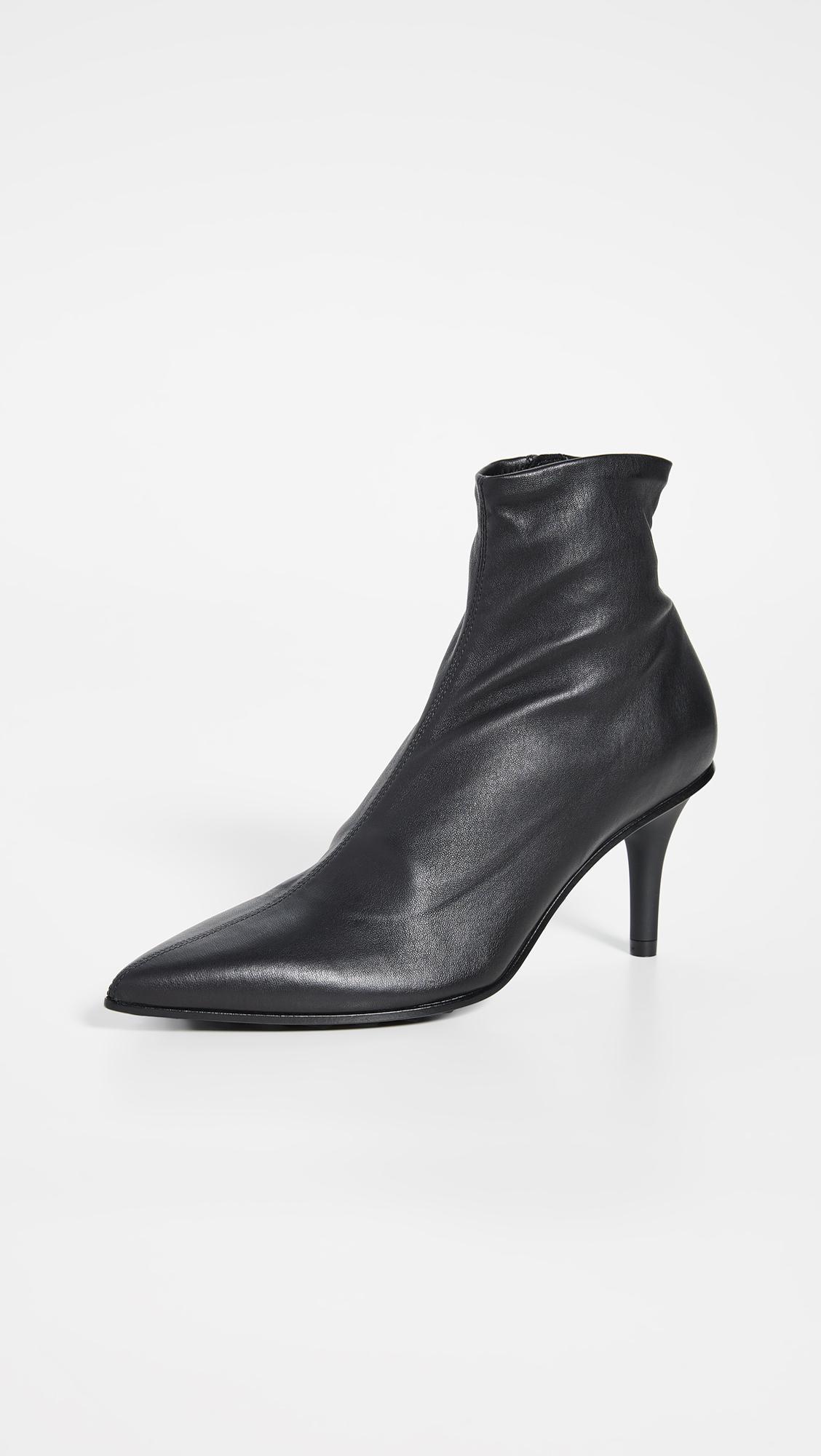 The Secret to Walking Gracefully in Heels: 7 Tricks That Work 15