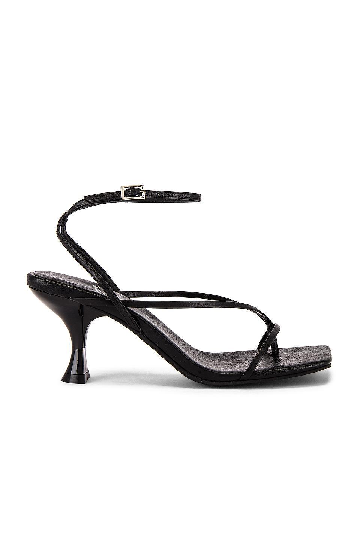 The Secret to Walking Gracefully in Heels: 7 Tricks That Work 20