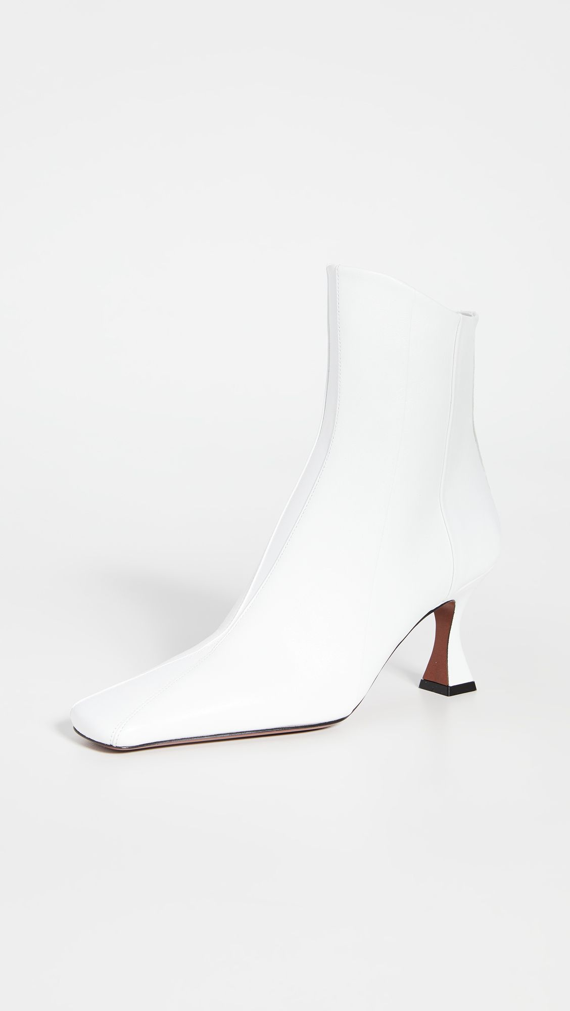The Secret to Walking Gracefully in Heels: 7 Tricks That Work 23