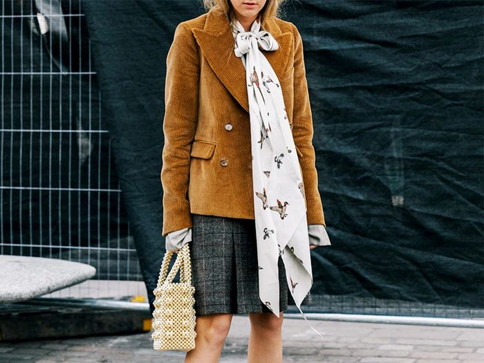 Look - How to silk wear scarf with coat video