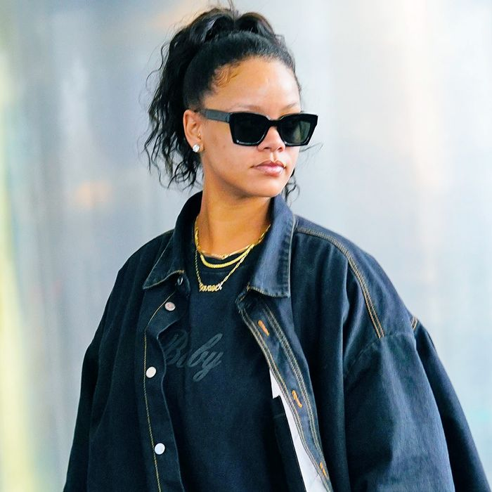 85d158b196 Rihanna Will Always Be the Queen of Bold Style—Here s Proof