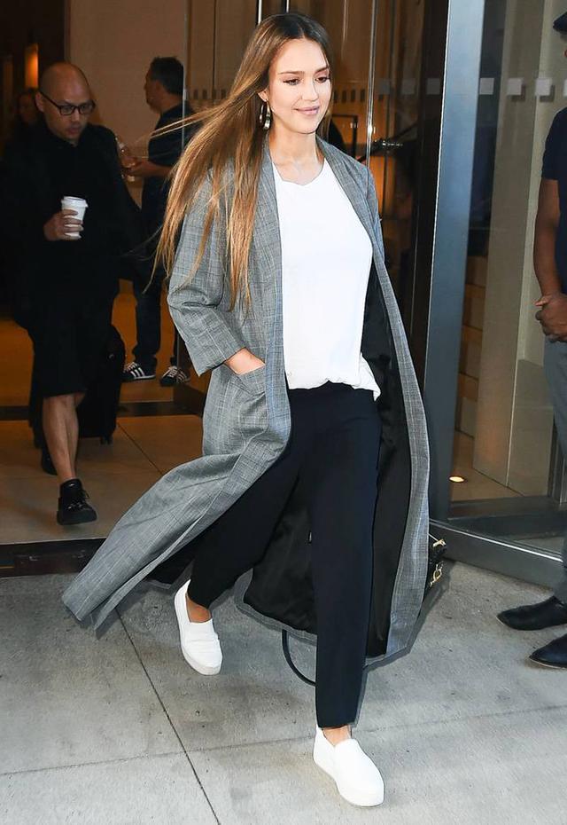 Jessica Alba Outfits