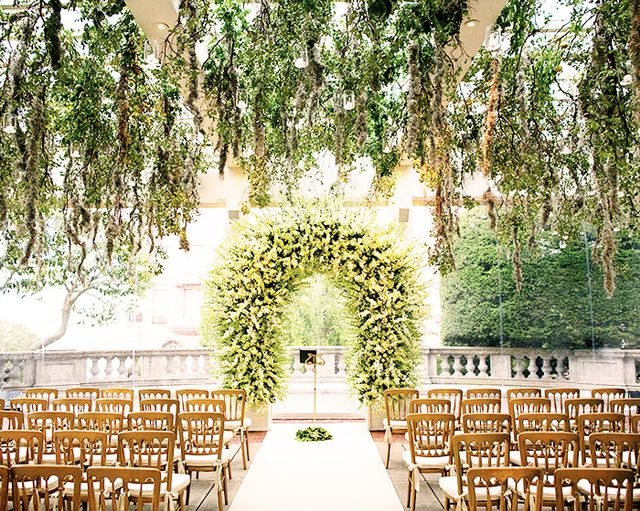 Faux Pas 1: Bringing a large gift to a wedding venue.