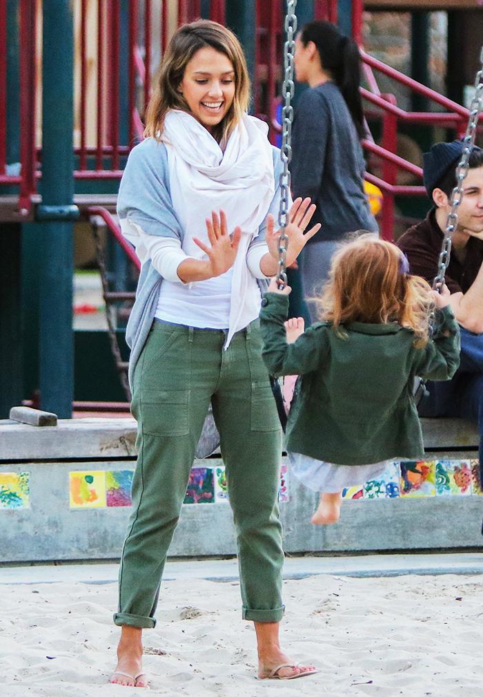 c2545e15f57 The Foolproof Mom Wardrobe  A Jessica Alba Case Study